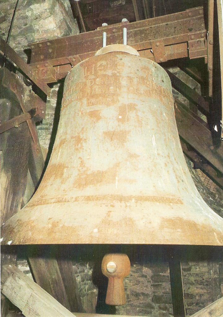 Evangeliche Kirche Eich Liebe die größte der  drei Glocken