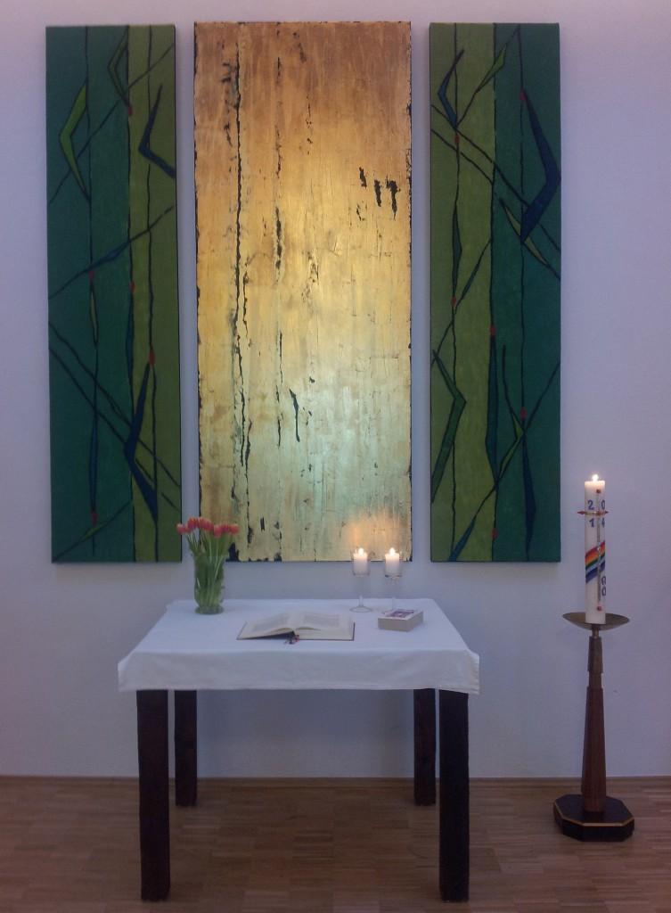 Altar mit Altarbildern im evangelischen Gemeindehaus in Eich